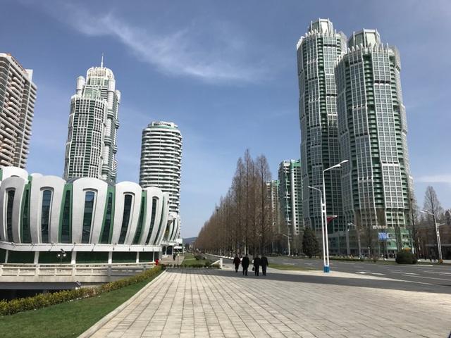 Toàn cảnh con phố hiện đại bậc nhất ở Triều Tiên với loạt cao ốc chọc trời - 6