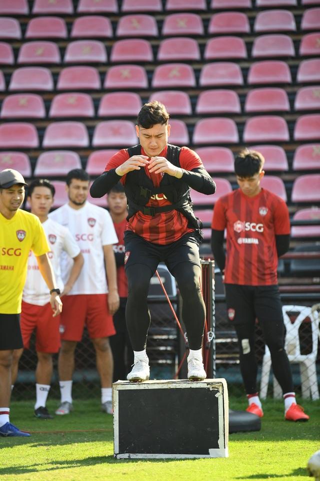 Văn Lâm tích cực tập luyện, quyết giành lại vị trí tại Muangthong United - 3