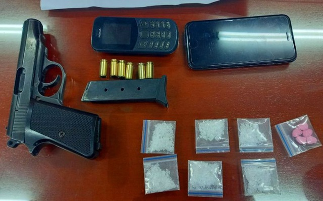 Nam thanh niên mang theo súng quân dụng và 6 viên đạn để phòng thân - 2