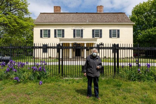 Cụ ông sống miễn phí 30 năm trong dinh thự sang trọng hơn 200 năm tuổi - 13