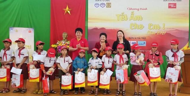 Cùng Vietjet mang Tết ấm cho em đến với trẻ em nghèo - 1