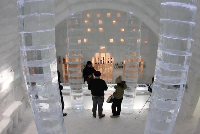 Lạc vào ngôi làng băng tuyết thần tiên, tắm onsen giữa bể tắm làm từ băng - 3