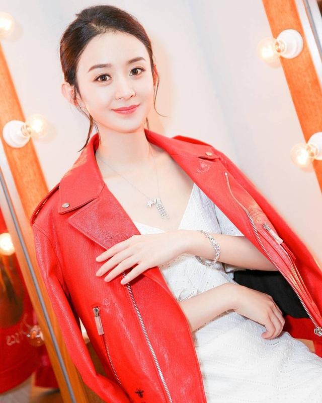 Fan tranh cãi về phong cách diện đồ hiệu của Triệu Lệ Dĩnh - 11
