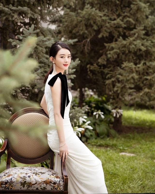 Fan tranh cãi về phong cách diện đồ hiệu của Triệu Lệ Dĩnh - 12
