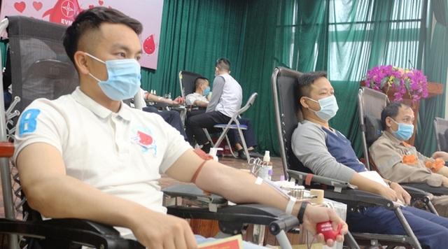 150 đoàn viên, thanh niên Điện lực Hà Nam tham gia hiến máu tình nguyện - 2