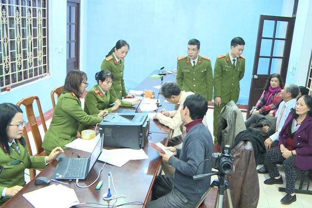 Thừa Thiên Huế bắt đầu cấp thẻ căn cước công dân - 1