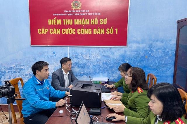 Thừa Thiên Huế bắt đầu cấp thẻ căn cước công dân - 2