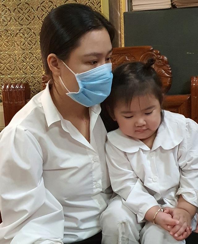 Linh Lan xin cộng đồng mạng đừng chỉ trích ba mẹ Vân Quang Long