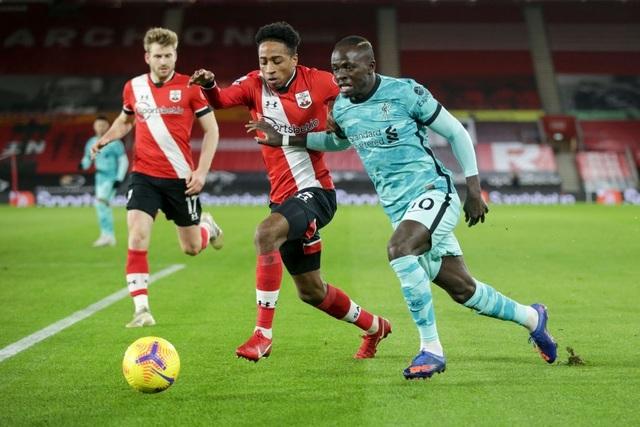 HLV Klopp: Liverpool không được hưởng nhiều phạt đền như Man Utd - 2