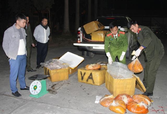 Lào Cai: Bắt giữ hơn nửa tấn trứng gà non bốc mùi vận chuyển về Hà Nội - 1
