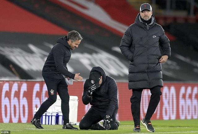 HLV Southampton khóc sau khi đánh bại Liverpool - 1