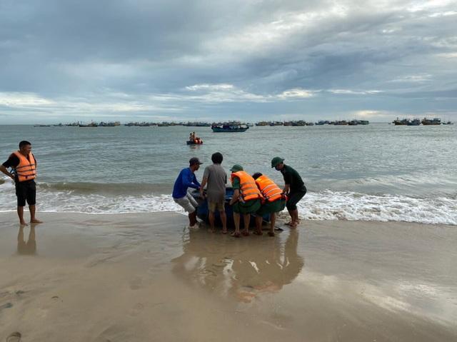Tìm thấy thi thể 2 du khách bị cuốn trôi khi đi tắm biển đầu năm - 2