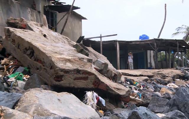Phú Yên: Triều cường nuốt chửng nhà cửa, người dân lo thắt ruột - 1