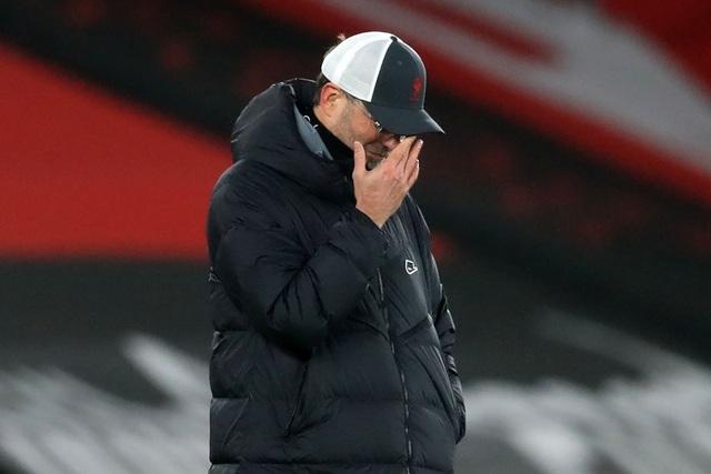 HLV Klopp: Liverpool không được hưởng nhiều phạt đền như Man Utd - 1