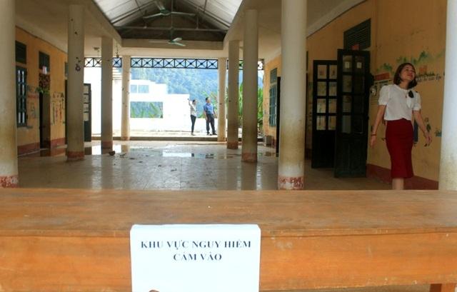 Giáo viên nháo nhào bế 200 học sinh chạy khỏi trường khi phòng học sắp sập - 2