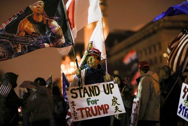 Biển người ủng hộ Trump đổ về, thủ đô Washington cấp tập ngăn bạo loạn - 5