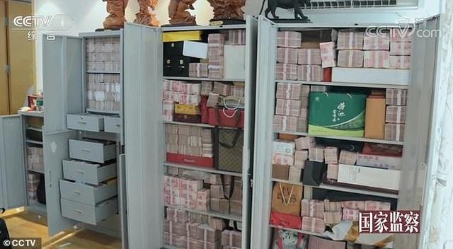 Video 3 tấn tiền mặt chất như núi trong nhà quan tham Trung Quốc - 2