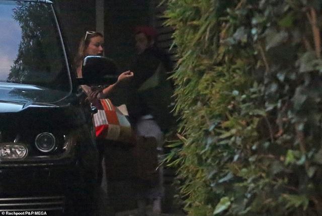 Lộ ảnh Harry Styles nắm tay bạn gái hơn 10 tuổi - 5