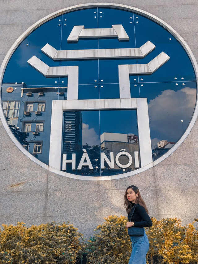 Young people enjoy taking pictures with Hanoi's unique virtual life coordinates - 1