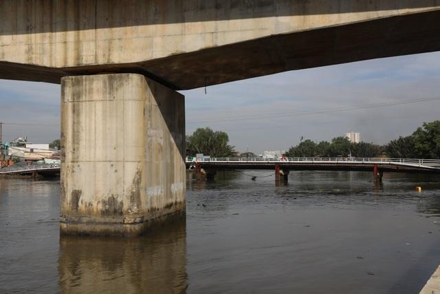 Dân vùng ven Sài Gòn háo hức chờ cây cầu xây 8 năm mới xong - 12