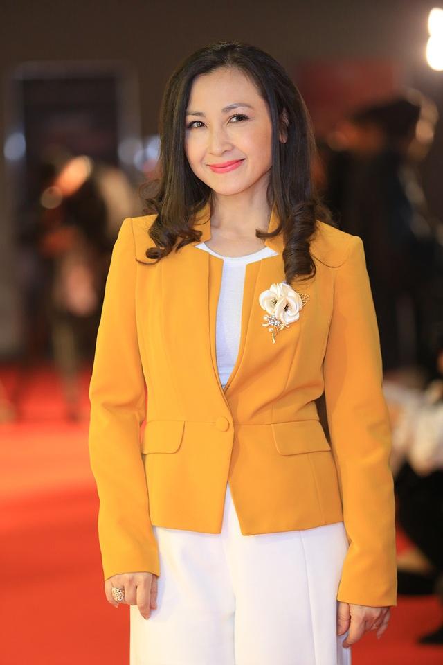 NSND Thu Hà đọ nhan sắc trẻ trung với NSƯT Chiều Xuân, Khánh Huyền - 9
