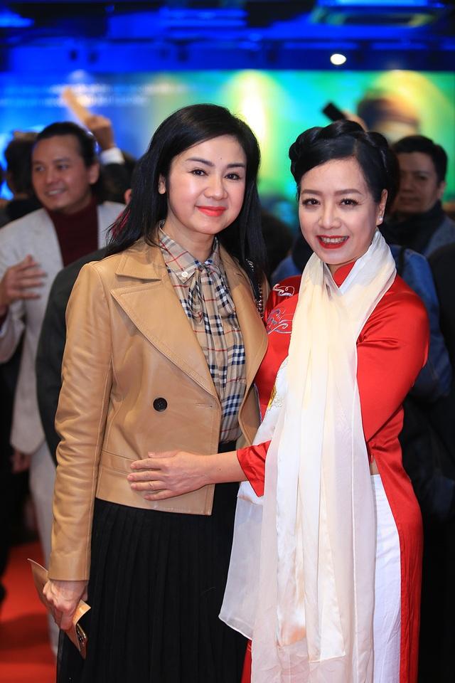 NSND Thu Hà đọ nhan sắc trẻ trung với NSƯT Chiều Xuân, Khánh Huyền - 8