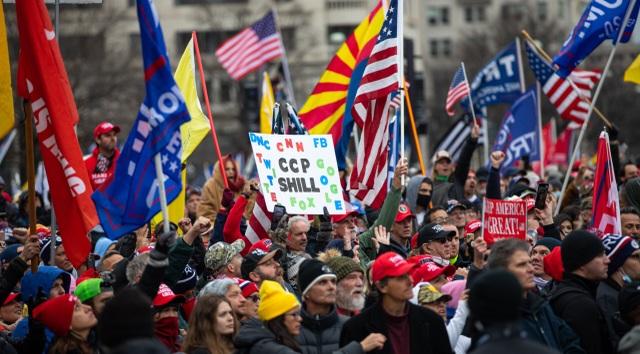 Biển người ủng hộ Trump đổ về, thủ đô Washington cấp tập ngăn bạo loạn - 10