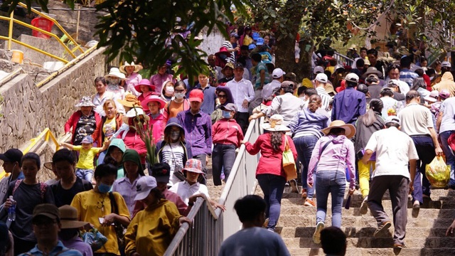 Tay Ninh still organizes Ba Den Mountain Spring Festival on the occasion of New Year's Day - 1