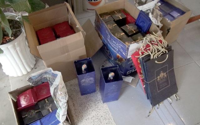 Đột kích cơ sở sản xuất rượu ngoại giả bằng hóa chất ở Sài Gòn - 5