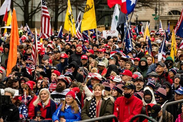 Biển người ủng hộ Trump đổ về, thủ đô Washington cấp tập ngăn bạo loạn - 11