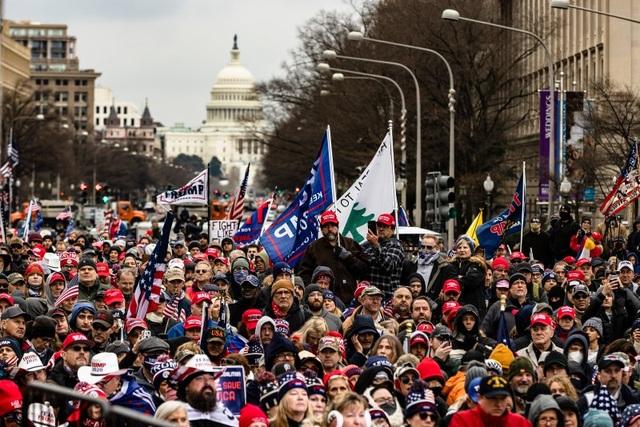 Biển người ủng hộ Trump đổ về, thủ đô Washington cấp tập ngăn bạo loạn - 1