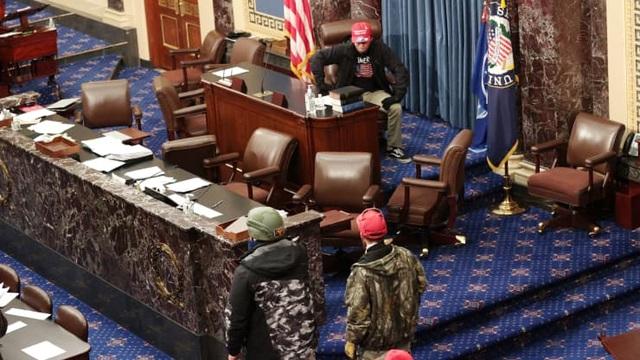 Bốn giờ hỗn loạn khi quốc hội Mỹ thất thủ vì người ủng hộ ông Trump - 3