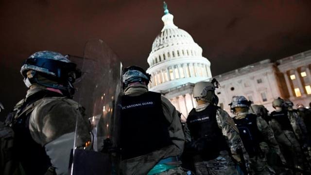 Bốn giờ hỗn loạn khi quốc hội Mỹ thất thủ vì người ủng hộ ông Trump - 2