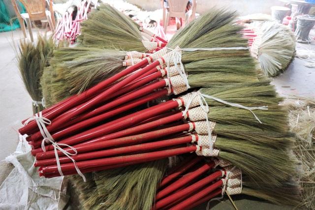 Người lao động làng chổi lớn nhất xứ Quảng khó khăn khi Tết cận kề - 2