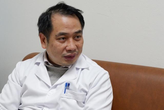 Hà Nội: Ca Covid-19 nặng tổn thương phổi 75%, chi viện thuốc hiếm điều trị - 1
