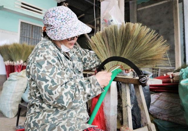 Người lao động làng chổi lớn nhất xứ Quảng khó khăn khi Tết cận kề - 3