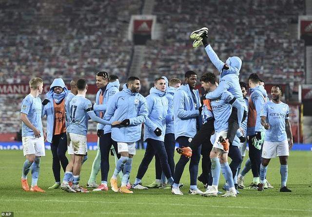 Những khoảnh khắc Man City quật ngã Man Utd tại Old Trafford - 14