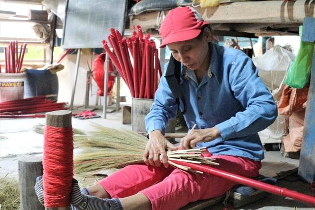 Người lao động làng chổi lớn nhất xứ Quảng khó khăn khi Tết cận kề - 4