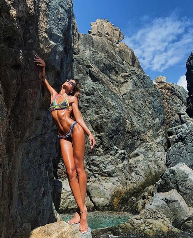 Choáng với thân hình không chút mỡ thừa của siêu mẫu Izabel Goulart - 5