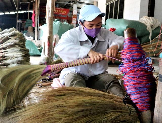 Người lao động làng chổi lớn nhất xứ Quảng khó khăn khi Tết cận kề - 6
