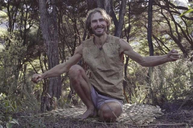 Vợ chồng Robinson hiện đại vào rừng săn bắt, hái lượm như thời tiền sử - 5