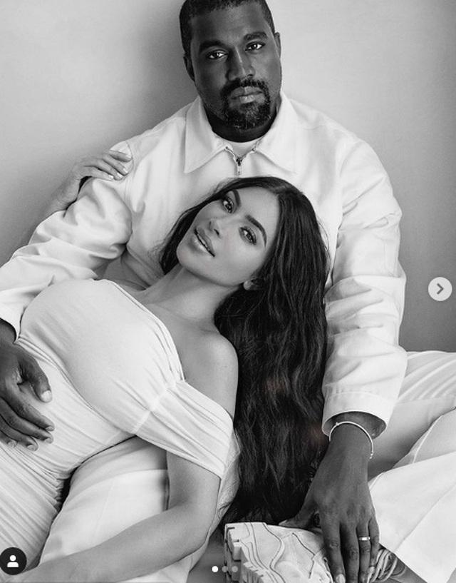 Kim Kardashian không còn đeo nhẫn cưới - 8