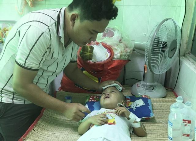 Người cha nghèo mang nhà đi cầm cố cầu xin bạn đọc cứu con trai 3 tuổi - 3