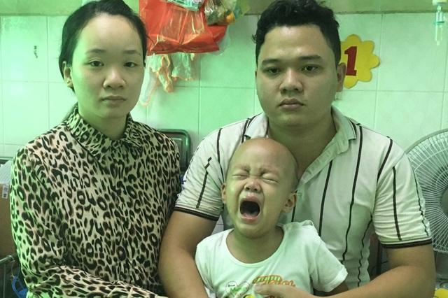 Người cha nghèo mang nhà đi cầm cố cầu xin bạn đọc cứu con trai 3 tuổi - 2