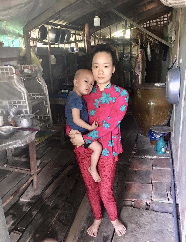 Người cha nghèo mang nhà đi cầm cố cầu xin bạn đọc cứu con trai 3 tuổi - 5