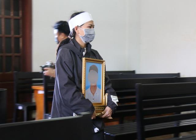 Bị cáo giết người để trục lợi bảo hiểm bất ngờ thay đổi lời khai trước tòa - 2