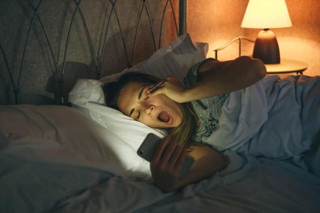 Tiếp xúc quá nhiều ánh sáng nhân tạo ảnh hưởng tiêu cực tới sức khỏe con người - 1