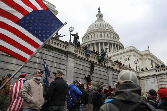 Tòa nhà quốc hội Mỹ tê liệt vì người biểu tình ủng hộ ông Trump - 2