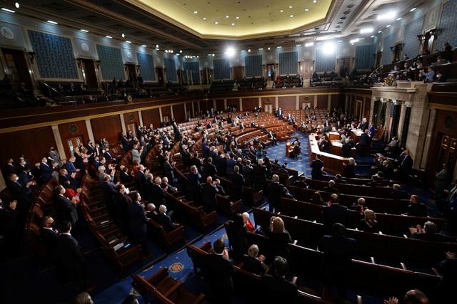 Vừa mở màn họp quốc hội Mỹ, nghị sĩ Cộng hòa lập tức phản đối kết quả - 1