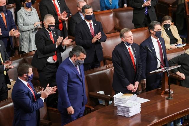 Vừa mở màn họp quốc hội Mỹ, nghị sĩ Cộng hòa lập tức phản đối kết quả - 3